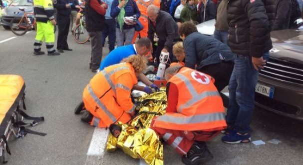 ciclisti-sulla-folla-tre-feriti-2-jpg