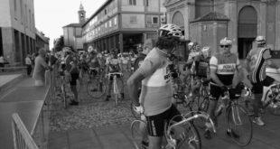 gli-eroici-ciclisti-della-parigi-roubaix-bassoromagnola-jpg