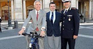 la-polizia-municipale-di-roma-in-sella-alle-ebike-per-controllare-le-strade-della-capitale-jpg